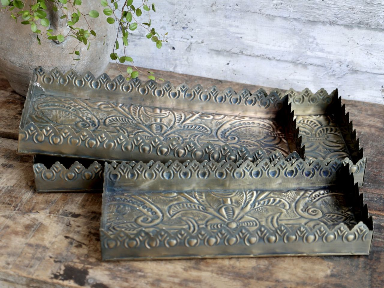 -Tablett mit Muster und Dekorkante -Messing- 3er Set von Chic Antique-