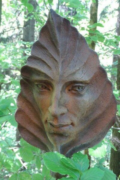 Gartenfigur Blatt BUCHE- Steinguss- Rosteffekt