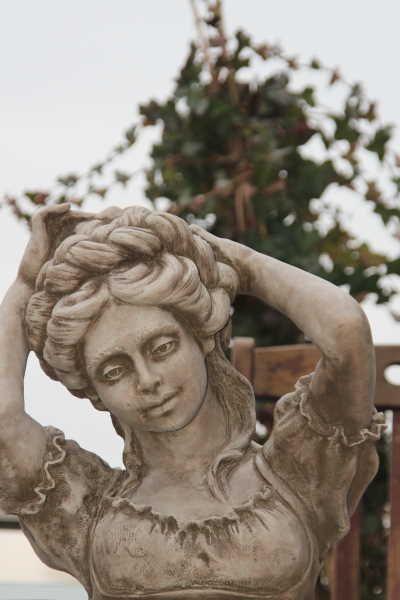 Gartenfigur -Büste RAPUNZEL- Steinguss- (c) by Fiona Scott