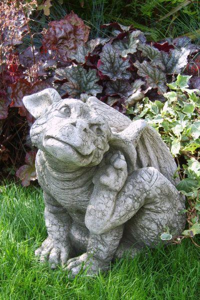 Gartenfigur Drache AIDEN- kratzend- (c) by Fiona Scott