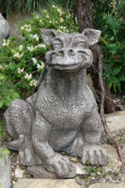 Gartenfigur Drache CHEEZY lächelnd (c) by Fiona Scott