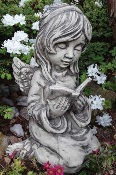 Gartenfigur Engel ARELLA- mit Buch- Steinguss