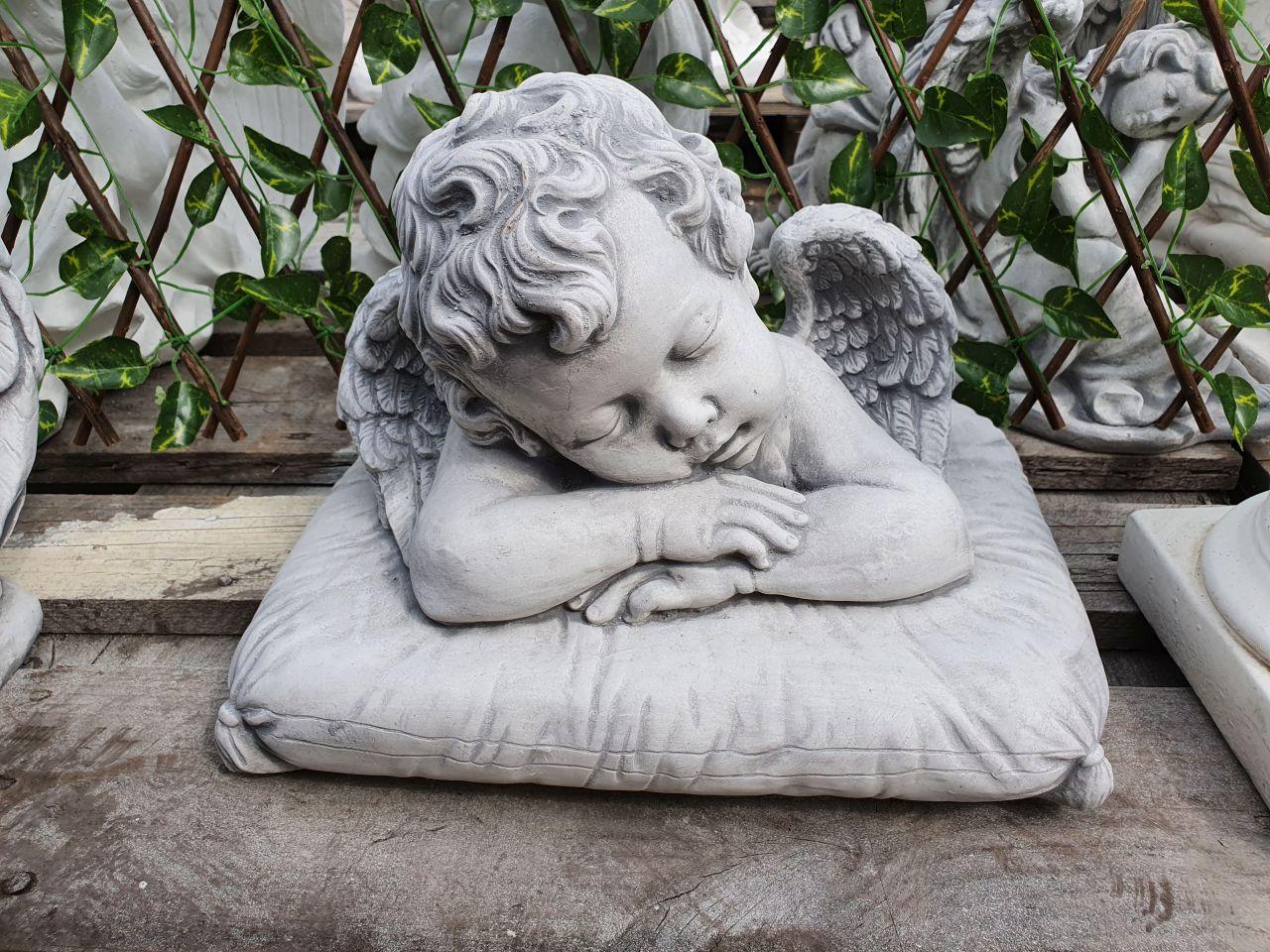 Gartenfigur Engel auf Kissen- antik