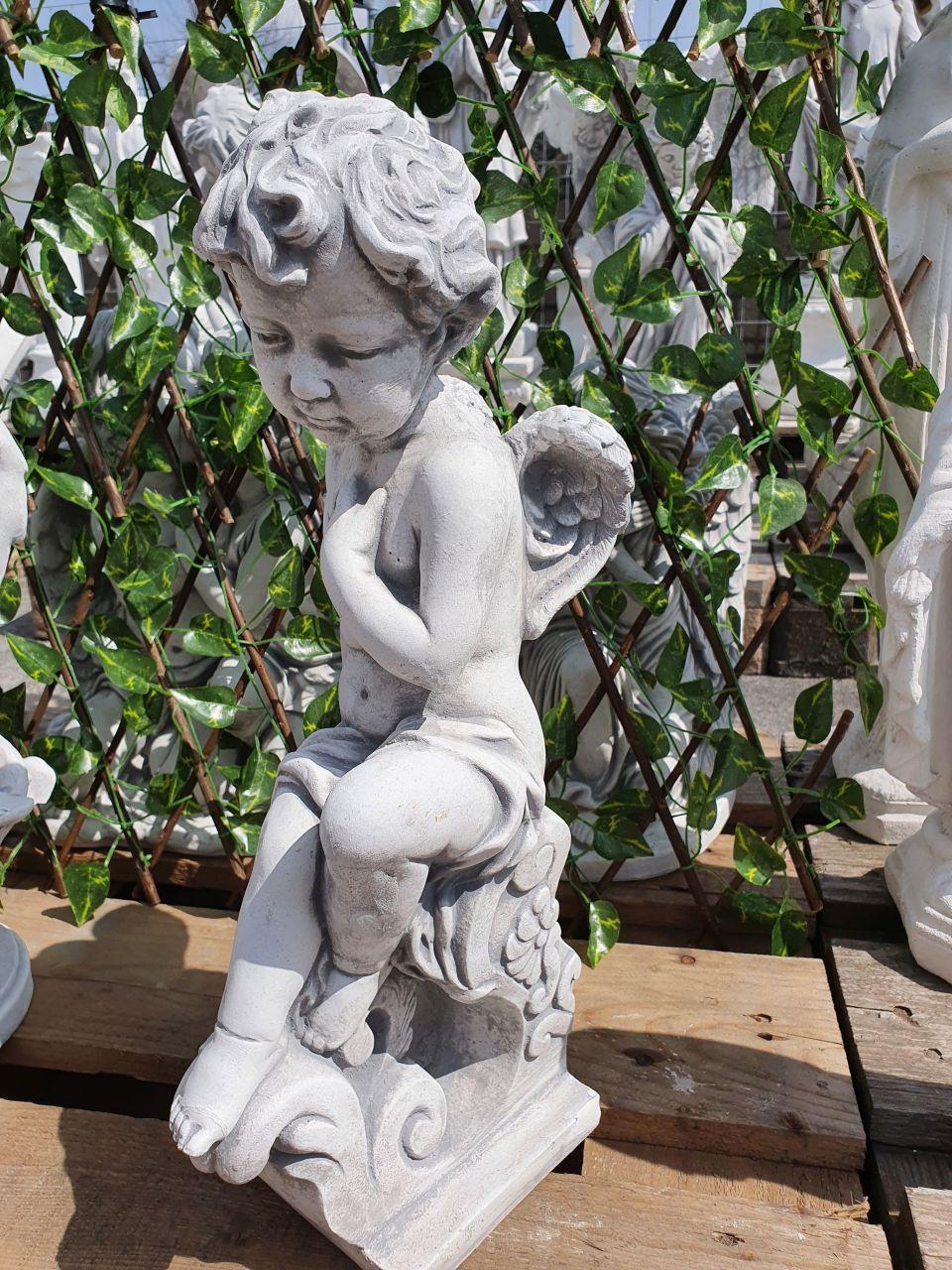 Gartenfigur Engel sitzend- antik