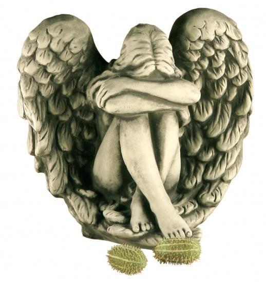Gartenfigur Engelfrau in Flügel sitzend NERIA- Steinguss