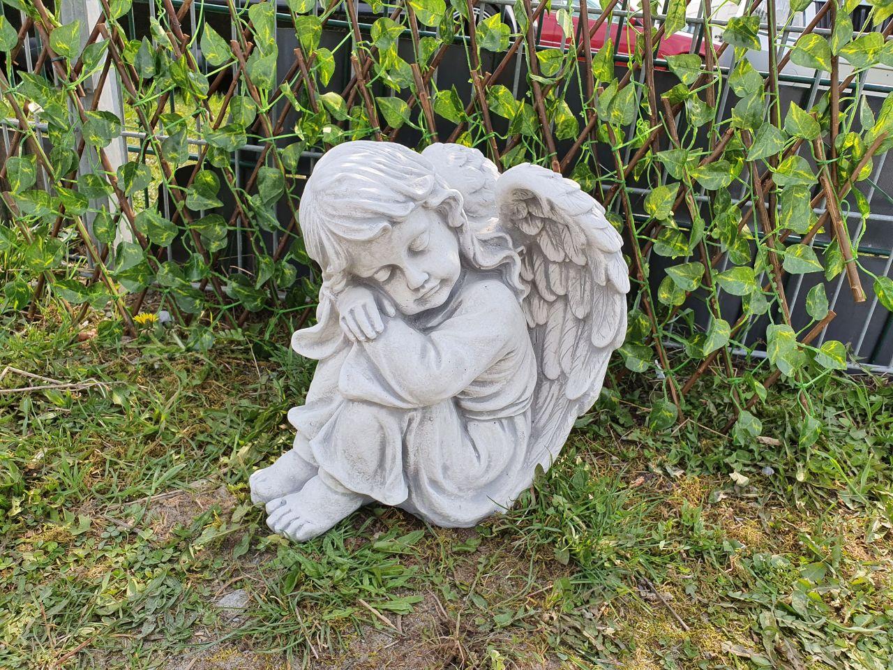 Gartenfigur Engelfrau sitzend- antik