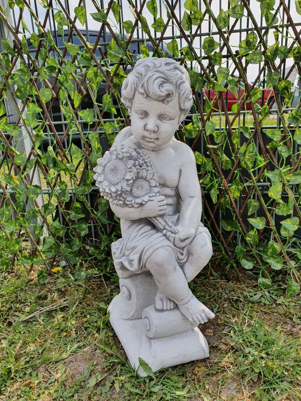Gartenfigur Engeljunge mit Blume- Antik