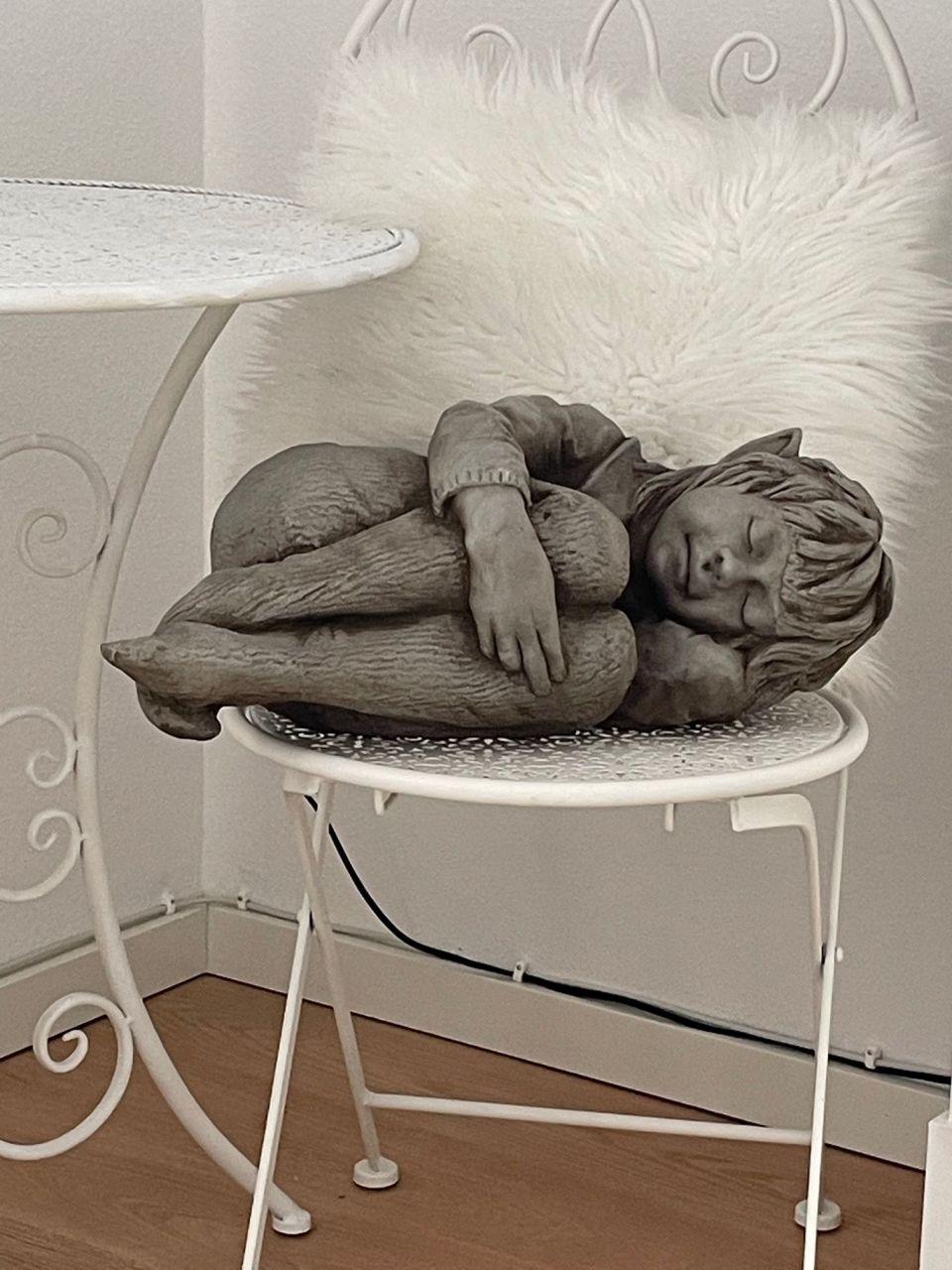 Gartenfigur FAYE- schlafende Elfe- (c) by Fiona Scott