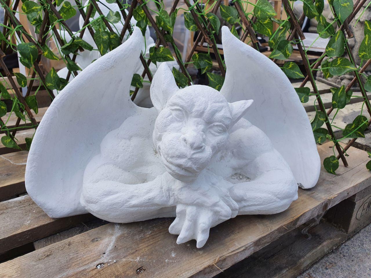 Gartenfigur Fensterhocker Gargoyle- Weiss