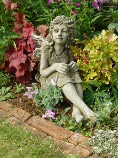 Gartenfigur FLEUR- Art-Nouveau Elfe- (c) by Fiona Scott