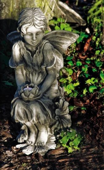 Gartenfigur FLOWER FAIRY Malve- Steinguss