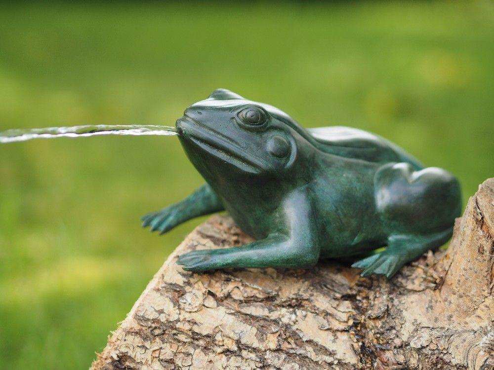 Gartenfigur Grüner Frosch wasserspeiend