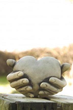 Gartenfigur HERZ IN HAND für Teelicht- Steinguss