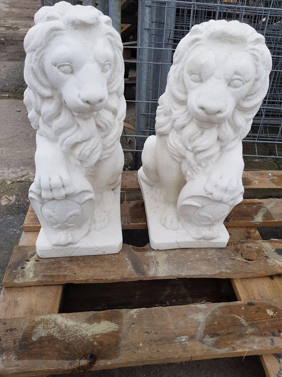 Gartenfigur Löwen Set mit Wappen MADE IN ITALY