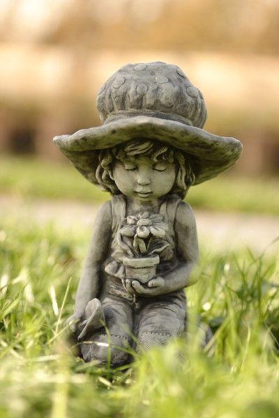 Gartenfigur Sarah Kay LILLI- Steinguss