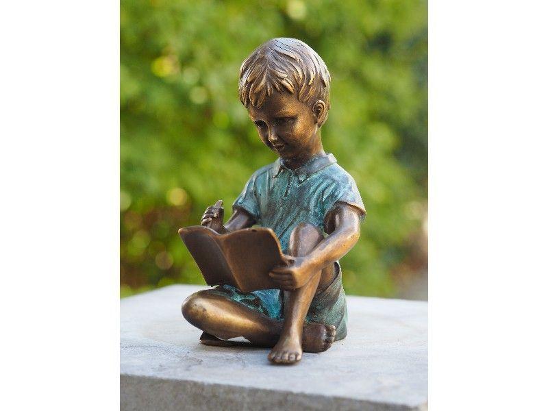 Gartenfigur Sitzender Junge der schreibt