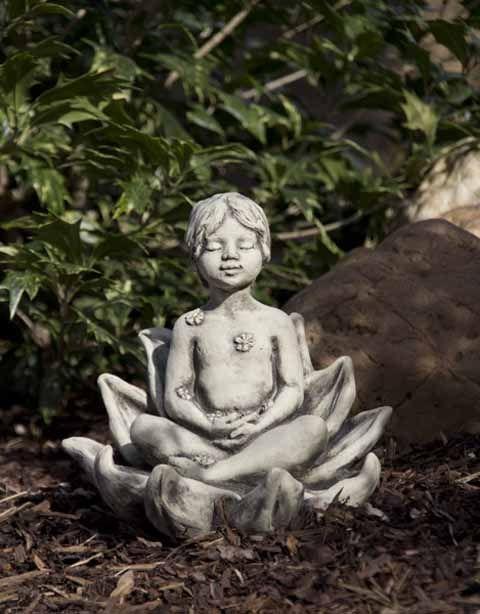 Gartenfigur Sprössling LOTUSBLUME- Steinguss