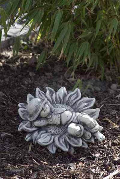 Gartenfigur Sprössling SONNENBLUME- Steinguss