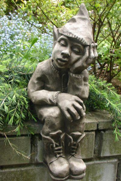 Gartenfigur TREPPENSTUFENHOCKER träumend- (c) by Fiona Scott