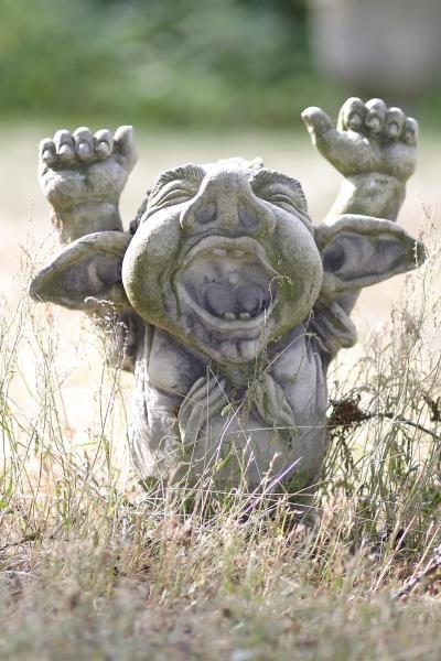 Gartenfigur Troll gähnend DORIAN- Steinguss