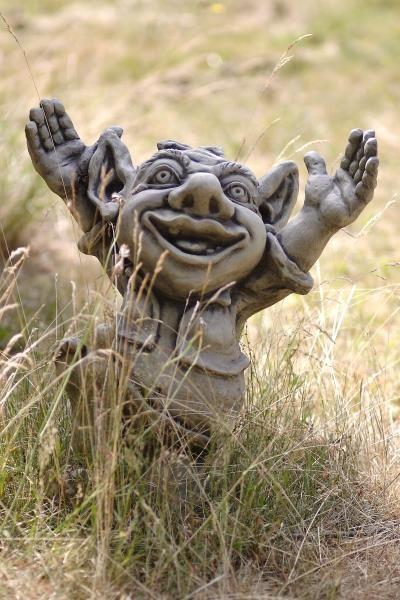 Gartenfigur Troll jubelnd GALAHAD- Steinguss