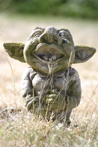 Gartenfigur Troll lachend AIKO- Steinguss