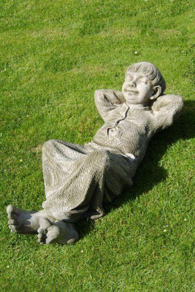 Gartenfigur TUC- ruhender Mönch- (c) by Fiona Scott