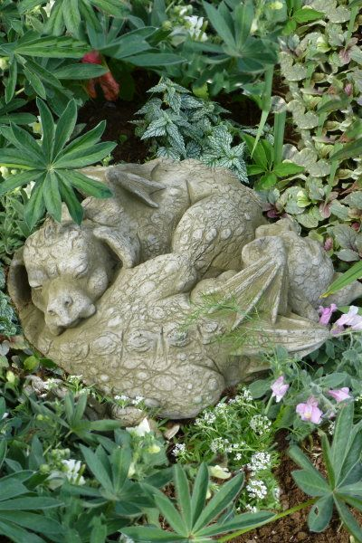 Gartenfigur YIN und YAN-schlafende Drachen- (c) by Fiona Scott