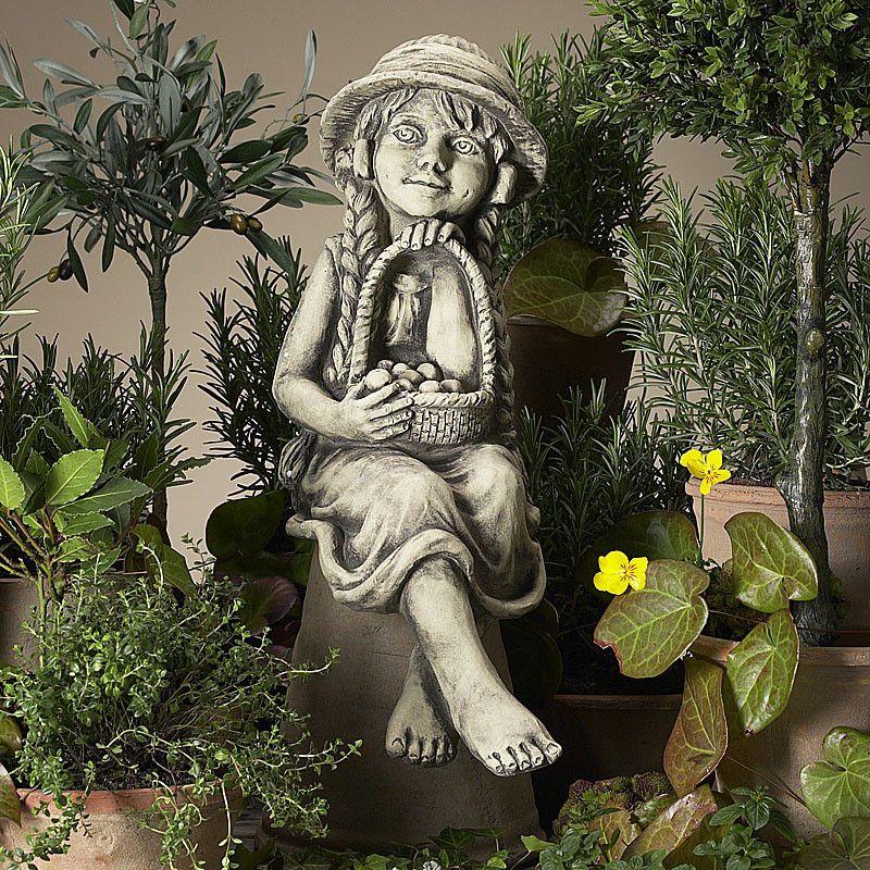 Gartenkind Marie- Kantensitzer- Betonguss-von Zauberblume