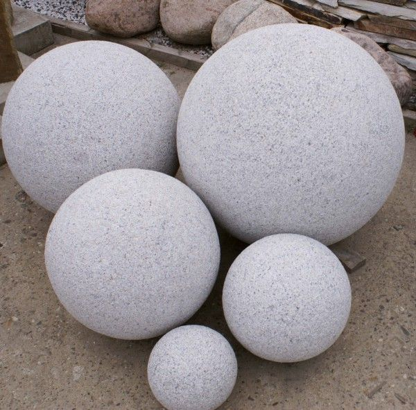 Granit-Kugel grau- gestockt von Naturstein Geukes