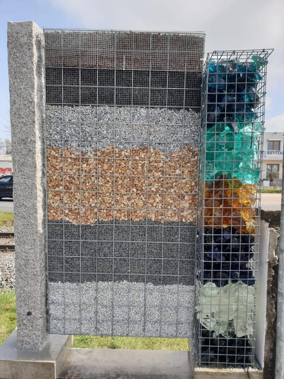 Granitsäule für Steinkörbe mit Sockel 140x15x15